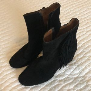 Frye black suede fringe boots in great condition